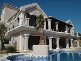 OPUS V14-11 Casas de estilo clásico de MANSION DESIGN Clásico