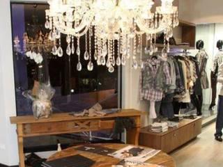 PROJETO DE INTERIOR - LOJA DE ROUPAS: Lojas e imóveis comerciais  por BEATRIZ DANELON | Arquitetura e Interiores,