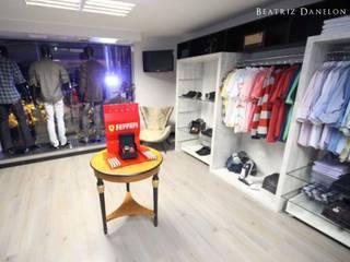 PROJETO DE INTERIOR - LOJA DE ROUPAS MASCULINAS: Lojas e imóveis comerciais  por BEATRIZ DANELON | Arquitetura e Interiores,