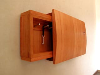 木の家具 quiet furniture of wood Corridor, hallway & stairsStorage Kayu