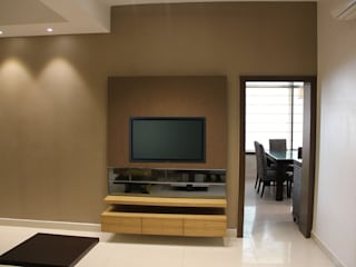 Chand Residence:  Living room by Studio Ezube