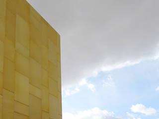 Centro Comercial Fénix: Centros comerciales de estilo  de OCHOM2