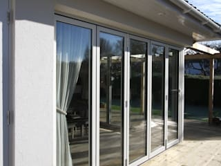 Berry Way Modern windows & doors by IQ Glass UK Modern