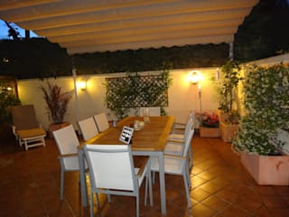 zona de comedor exterior: Jardines de estilo  de Markoverde Paisajismo