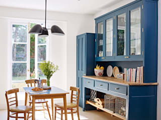 Light Filled Traditional Kitchen Holloways of Ludlow Bespoke Kitchens & Cabinetry Cozinhas clássicas Madeira Azul