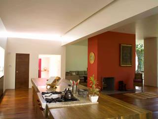 Modern Kitchen by José Vigil Arquitectos Modern