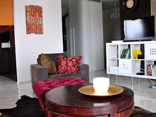 Eclectic style living room by IDEALNIE Pracownia Projektowa Eclectic