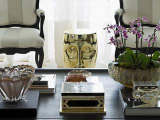 Ibirapuera Apartment: Salas de estar  por DIEGO REVOLLO ARQUITETURA S/S LTDA.,