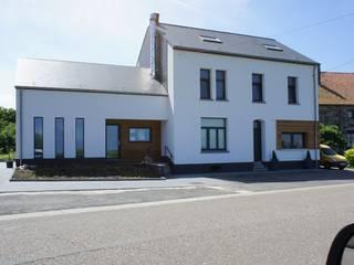 Habitation et cabinet médical à Sombreffe Maisons modernes par Bureau d'Architectes Desmedt Purnelle Moderne