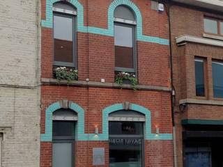 Klasyczne domy od Bureau d'Architectes Desmedt Purnelle Klasyczny