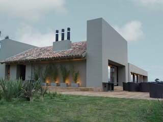 Houses by AMR ARQUITECTOS,