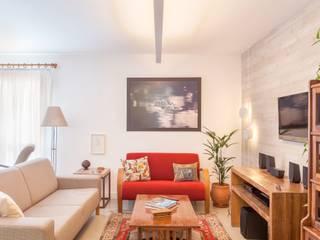 Living room by Nautilo Arquitetura & Gerenciamento