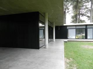 Casa Bunker en La Reja, Moreno de dammuebles Moderno