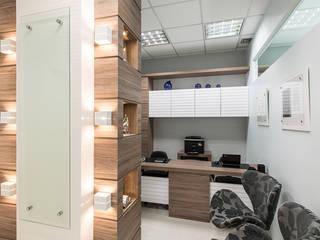 CONSULTÓRIO MEDICO Clínicas modernas por Locus Arquitetura Moderno