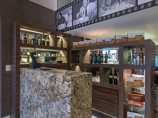 RESTAURANTE ALFREDO'S GALLERY Espaços gastronômicos ecléticos por Locus Arquitetura Eclético