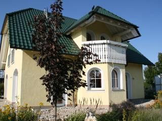 Nhà phong cách đồng quê bởi Massive Wohnbau GmbH und Co. KG Đồng quê