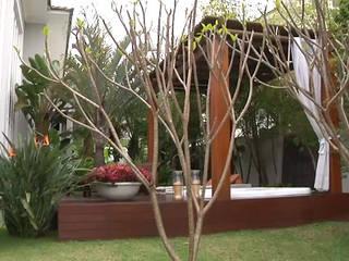 Garden by RUTE STEDILE INTERIORES & ARQUITETOS ASSOCIADOS, Tropical