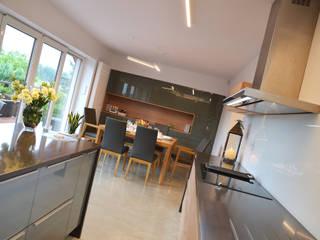 Minimalistyczne wnętrze domu w Janowie Minimalistyczna kuchnia od Pracownia A Minimalistyczny