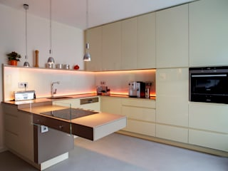 Raumgespür Innenarchitektur Design Ilka Hilgemann Modern kitchen Glass Beige