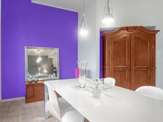 white apartment: Sala da pranzo in stile  di Cstudio Architettura & Design