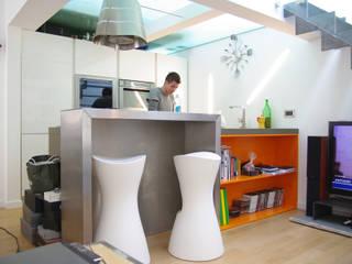 eccentric loft: Cucina in stile  di Cstudio Architettura & Design