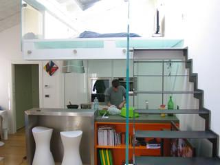 eccentric loft: Ingresso & Corridoio in stile  di Cstudio Architettura & Design