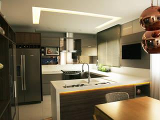 Kitchen by Suelen Kuss Arquitetura e Interiores, Modern