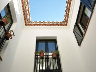 Casa Hazewinkel Balcones y terrazas de estilo mediterráneo de Domingo y Luque Arquitectura Mediterráneo