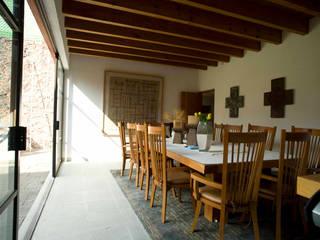 Столовая комната в стиле модерн от José Vigil Arquitectos Модерн
