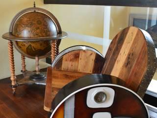 L'art hybride de CORES ART, mi-meubles mi-tableaux, quand la peinture sublime le matériaux.:  de style  par CORES ART