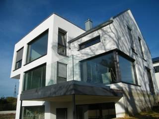 Gartenfassade - blick auf Freisitz:  Häuser von Architekturbüro- Alles außer gewöhnlich