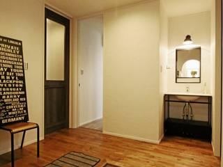ジャストの家 industrial style corridor, hallway & stairs
