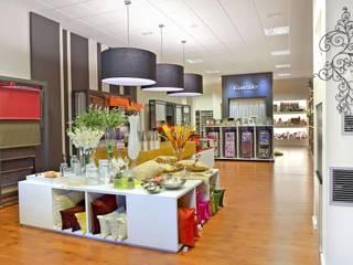 Negozi & Locali commerciali moderni di Modesto Crespo Moderno