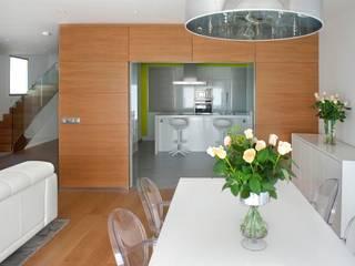 Sala da pranzo moderna di Modesto Crespo Moderno