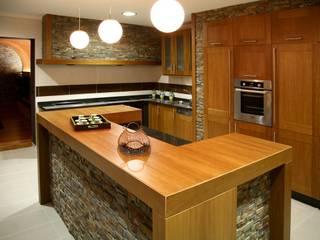 Cucina moderna di Modesto Crespo Moderno