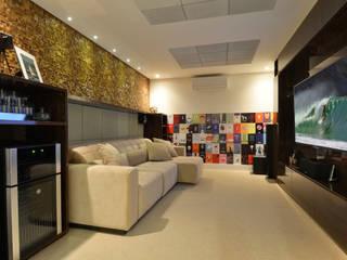 Apartamento Ponta de Campina: Salas de estar  por Leila Azzouz Arquitetura Eireli