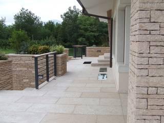 Terrasse von STUDIO DI ARCHITETTURA VERGILIO BURELLO,