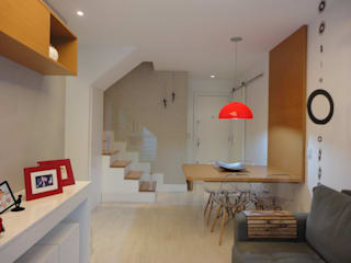 Pasillos y vestíbulos de estilo  por Maria Helena Torres Arquitetura e Design, Moderno