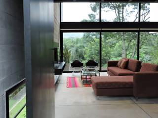 Entrada. Puertas y ventanas minimalistas de jose m zamora ARQ Minimalista Metal