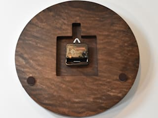 シンプルモダンの掛け時計【ウォルナット】: アトリエ1が手掛けた現代のです。,モダン