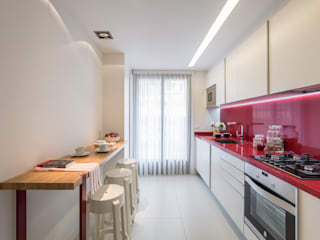 Modern style kitchen by Laura Yerpes Estudio de Interiorismo Modern