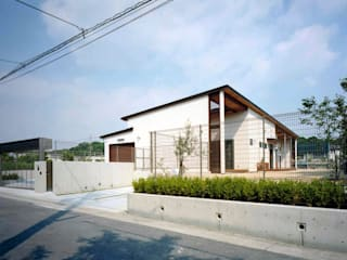 Sakurayama-Architect-Design Modern Houses White