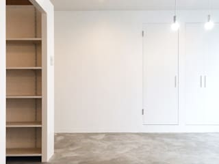KK OFFICE: ZOYA Design Officeが手掛けた書斎です。,