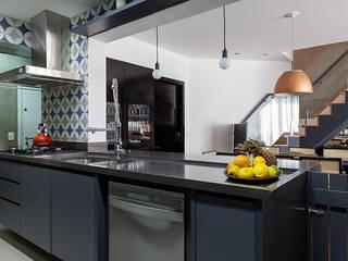 Morumbi Cozinhas modernas por Marina La-Gatta Design de Interiores Moderno