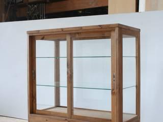 パン屋のガラスケース: パイン家具工房 okamokuが手掛けたです。