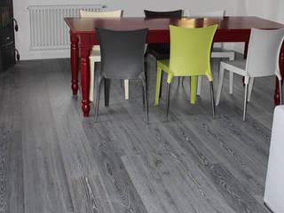 Modern dining room by Lignum Venetia Srl Modern