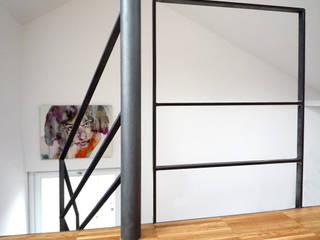 Couloir et hall d'entrée de style  par Atelier delle Verdure,