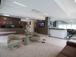 Hotel Bristol Hotéis modernos por Das Haus Interiores - by Sueli Leite & Eliana Freitas Moderno