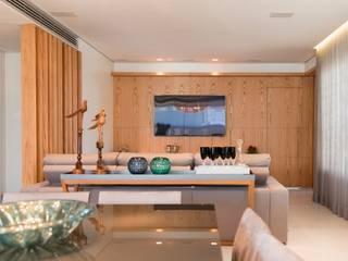 Soggiorno moderno di Angela Pinho Arquitetura Moderno