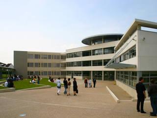 ENSEIGNEMENT - LYCEE PROFESSIONNEL ROMAIN ROLLAND Ecoles modernes par STUDIO D'ARCHITECTURE RANSON-BERNIER Moderne